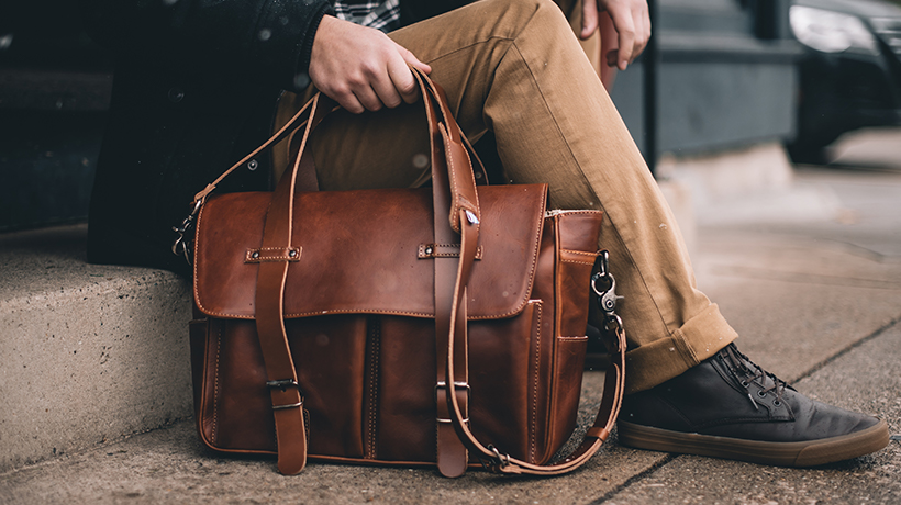 nutshell last-minute holiday gift guide brothers leather benjamin messenger bag